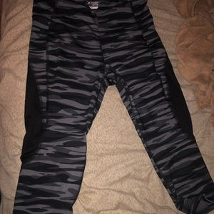 Crop camo work out leggings